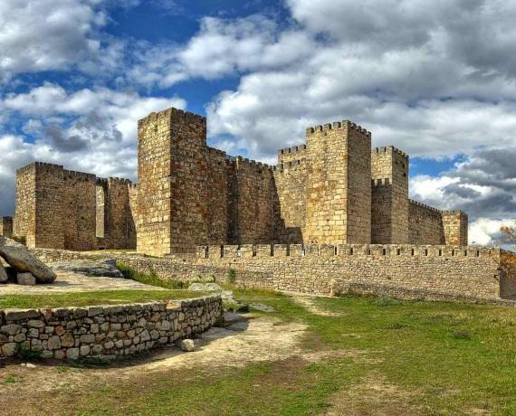 Resultado de imagem para castelo de Trujillo